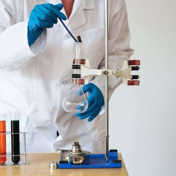 Apesar de terem algumas similaridades, os cursos de Farmácia e Biomedicina não são a mesma coisa.