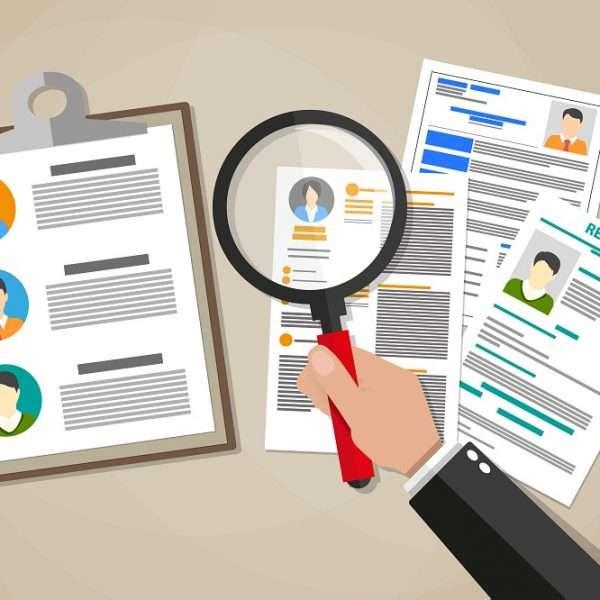 Para a consultora de gestão de pessoas, Alessandra Zanotti um currículo bem produzido pode assegurar e melhorar suas chances durante as fases de uma entrevista