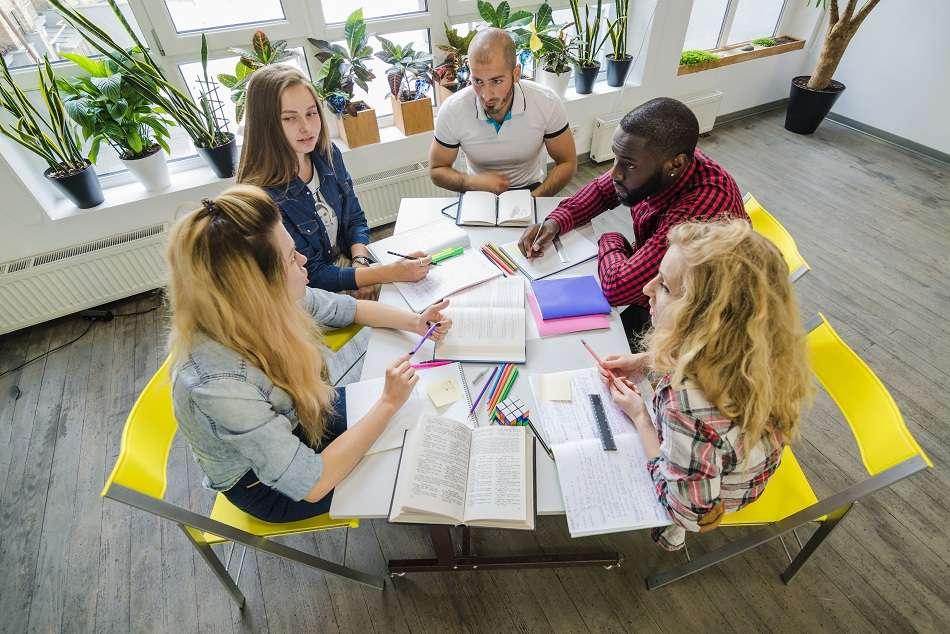 Um grupo de estudos será sempre uma boa opção para desenvolver conhecimentos.