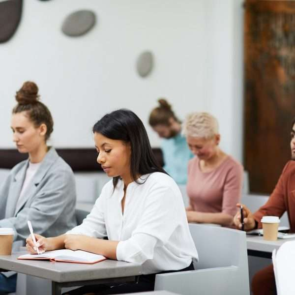 Neste artigo, apontamos alguns fatores da segunda graduação e as possibilidades que o profissional encontra com ela