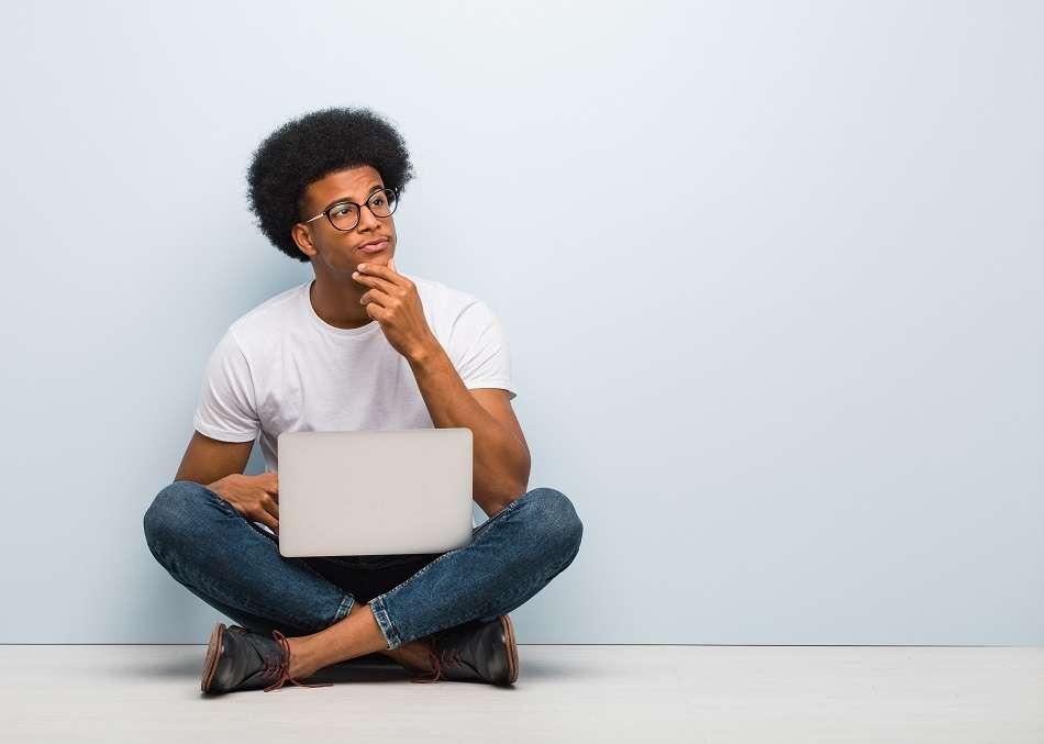 Muitos escolhem se dedicar ao estudos para concursos, poucos sabem da importância de fazer uma faculdade para prestar concursos.