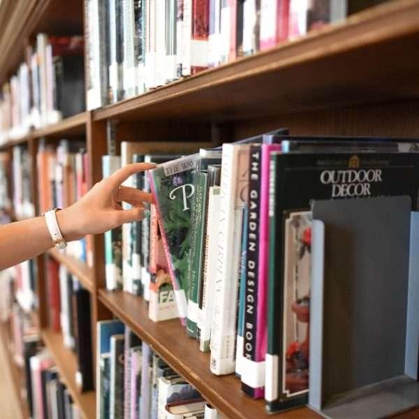 Não importa sua área de formação, é primordial criar o hábito da leitura. Conheça livros para ler na faculdade.