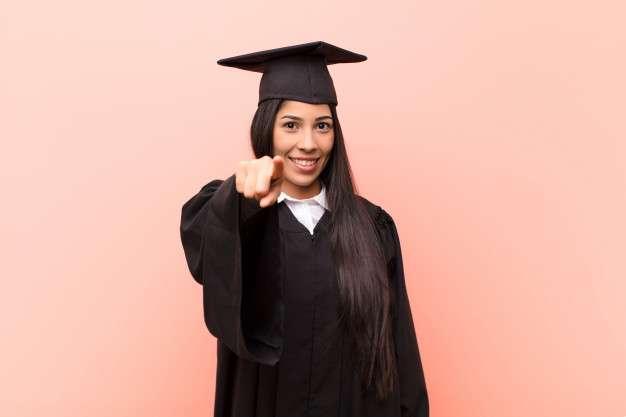 para muitos, pode ser difícil entender por que fazer uma faculdade. Veja 5 motivos para fazer a sua!